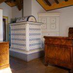 La stufa ad accumulo di calore in maiolica, un tesoro della tradizione