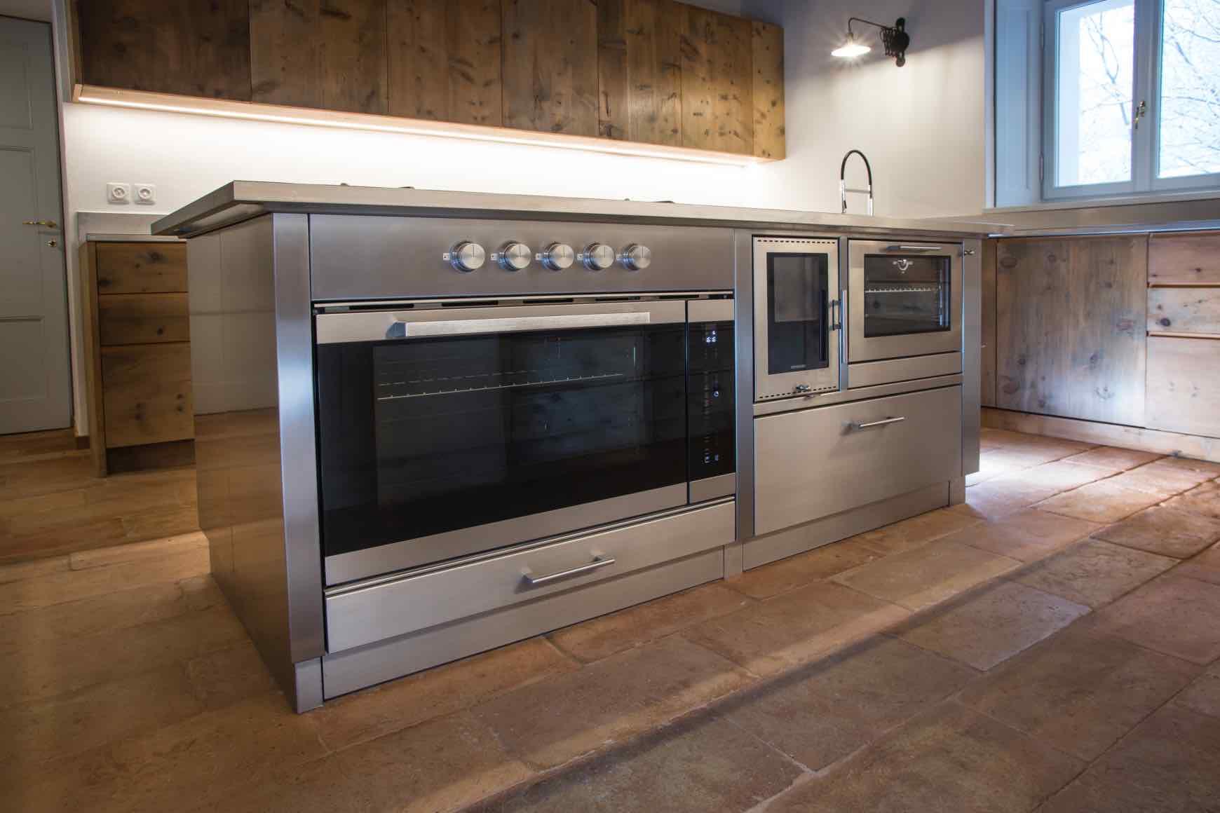 Cucina moderna a legna prometeo stufe - Forno a legna cucina moderna ...
