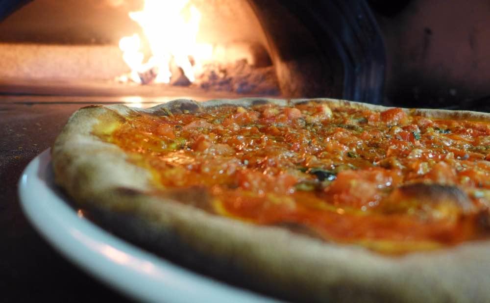 Metro Pizza forni a legna e aria pulita