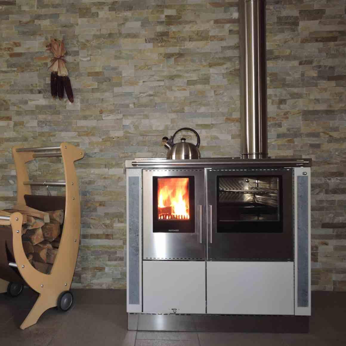 Cucina moderna a legna