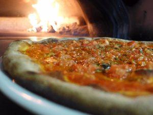 Forni a legna e aria pulita nel Comune di Milano: installato sulla prima pizzeria il sistema di rilevamento emissioni di Prometeo Stufe