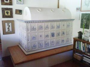 La Stube: la stufa in maiolica che da secoli scalda il cuore della casa